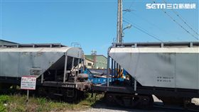 貨車平交道擦撞火車 司機送醫搶救中(圖/翻攝畫面)