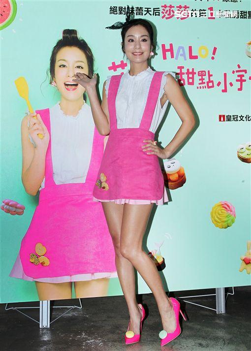 莎莎(鍾欣愉)首本甜點創作「HALO莎莎的甜點小宇宙」新書上架發行。(記者邱榮吉/攝影)