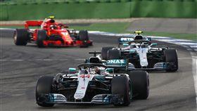 Lewis Hamilton一路從第14名挺進至領先位置,最後抱走德國分站冠軍。(圖/Mercedes-Benz提供)