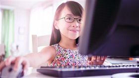 德國蔡司提供 眼鏡 鏡片 近視 小孩 兒童 看電腦