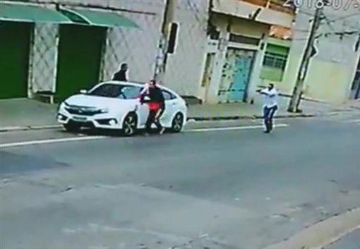 巴西,搶劫,警察,開槍 圖/翻攝自《Live Leak》