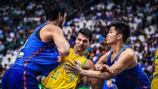 菲律賓男籃和澳洲在世界盃資格賽中鬥毆(圖/翻攝自FIBA官網
