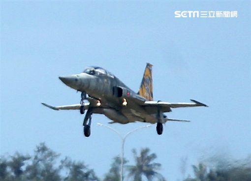 「你胡說八道!」空軍飛行教官痛罵菜鳥 陸網友全被驚呆圖/翻攝自秒拍