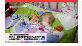 2歲童蘋果卡喉住院 出院後卻染愛滋!母淚崩:問題出在哪 圖/翻攝自陸媒封面新聞