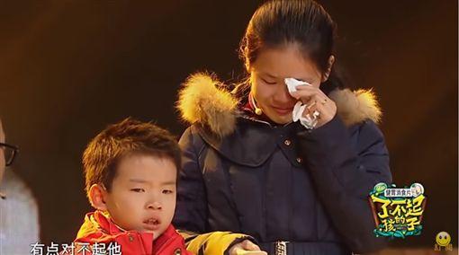 男童堅強日包萬顆餛飩…一見爸媽放聲大哭 昆凌台下淚崩 圖/YT