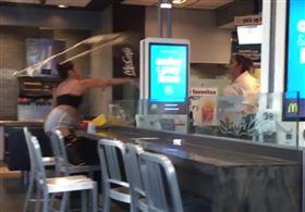 美國,麥當勞,糾紛,打架,女店員 圖/翻攝自太陽報