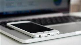蘋果,專利,iPhone,Mac,筆記,MacBook,無線充電 圖/翻攝自快科技