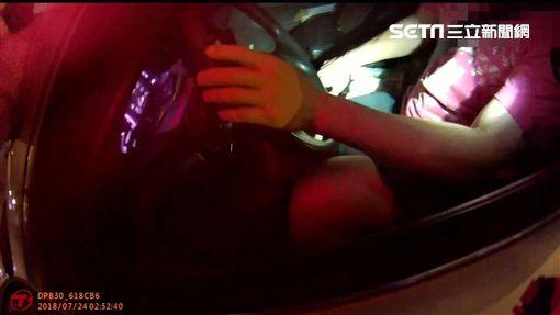 盧男穿戴自製的陰莖增大器出門,卻遭到警方路檢點,當場被搜出吸食器及安非他命,訊後依毒品罪送辦(翻攝畫面)