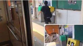 真人版音速小子出現在日本!日本Twitter用戶「@shunsuke_hisano」24日分享一則影片,並使用兩個視角拍攝,影片開頭他緊貼著電車門口,想不到當電車門一開他竟然開始拔腿狂奔,而且最讓人驚訝的是他居然與電車同時抵達下一站,不少網友紛紛表示真的是太強了!(圖/翻攝自@shunsuke_hisano推特)