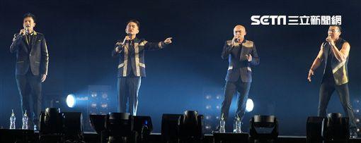 吳宗憲第二場演唱會與咻比嘟華合體演唱很多歌曲。(記者邱榮吉/攝影)