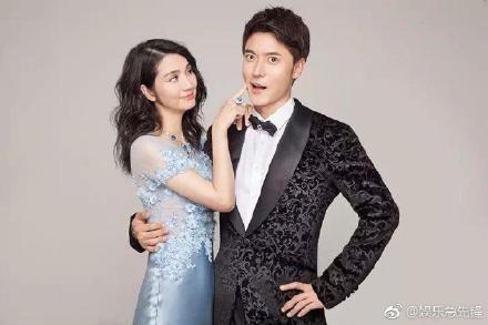張丹峰與妻子洪欣及經紀人畢瀅。圖/翻攝自微博