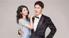 張丹峰與妻子洪欣及經紀人畢瀅。 圖/翻攝自微博