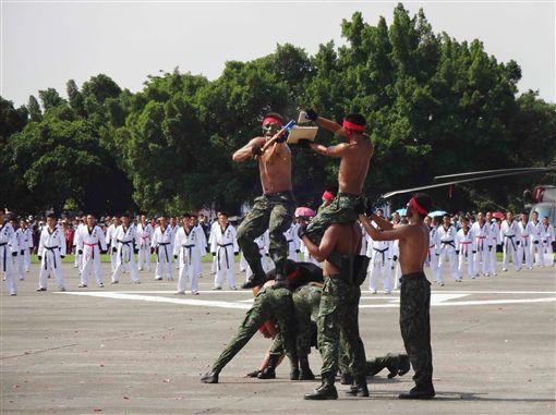 金湯營區實戰操演 7萬人潮見證國軍戰力