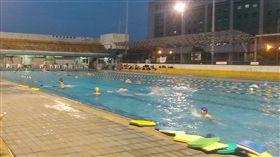 游泳池 https://www.flickr.com/photos/alberth2/14691458675/in/photolist-ooeyPD-aeVJob-aeSUNM-62owwE-oTqnjF-drbx74-auz3tF-paSBiE-fZ4tJ2-gwi8wV-nNUfNg-gwis1P-gwjnsM-auBHwd-hmCfQg-auBKab-auBHQE-auBGH3-iue3Mr