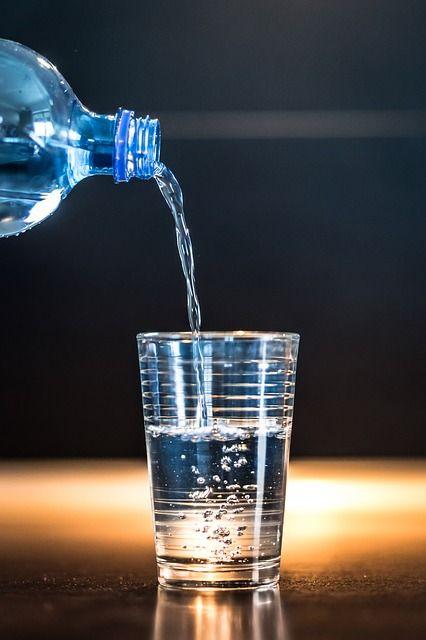礦泉水,開水,喝水 示意圖/Pixabay