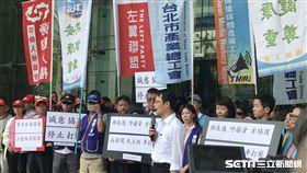 桃園機師工會到交通部抗議。(圖/記者馮珮汶攝)