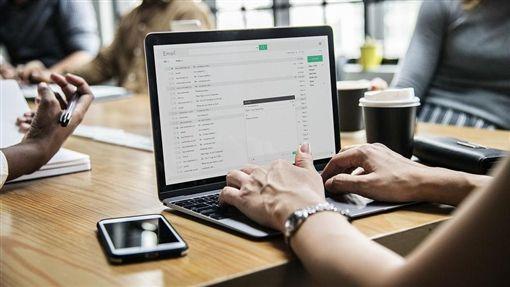 報社,編輯,電腦,辦公室,數位化/Pixabay