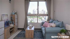 台北市長柯文哲出席興隆公宅招租記者會並參觀房間。 (圖/記者林敬旻攝)