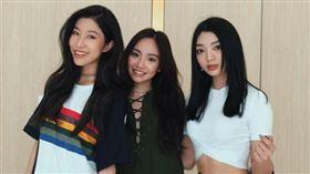 陳芳語、李紫婷、吳映香,「3A」合體拍照。(翻攝微博)