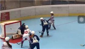 義大利,滑輪,曲棍球,冰球,打壓 圖/翻攝自臉書