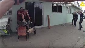 美國/男持刀脅持人質 警開18槍將兩人一起擊斃(圖/翻攝自YouTube)