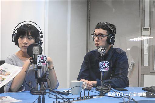 柯文哲幕僚柯昱安、黃瀞瑩接受廣播專訪。 (圖/記者林敬旻攝)