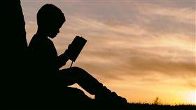 童話故事,故事書,看書(圖/翻攝自pixabay)