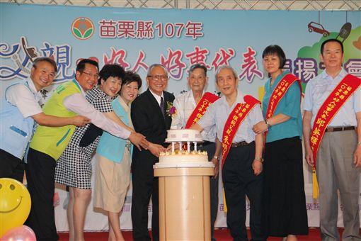 表揚模範父親 徐耀昌:女力崛起男兒當自強