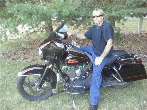 ▲格雷格喜愛騎車。(圖/翻攝自臉書)