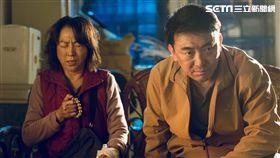 楊麗音與徐亨在《最後一次溫柔》裡飾演老夫老妻。(圖/公視提供)