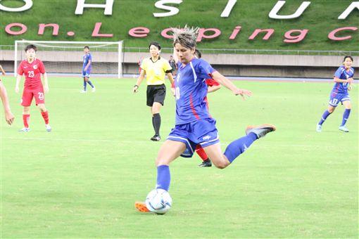 余秀菁下半場為中華女足踢進第3球。(圖/中華足協提供)