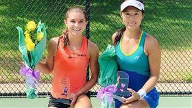 許絜瑜(右)摘下今季第3座ITF女雙冠軍。(圖/翻攝自許絜瑜IG)