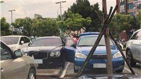 大媽霸氣開車門刮傷賓利 網笑:賣車還不夠賠! 圖/翻攝臉書