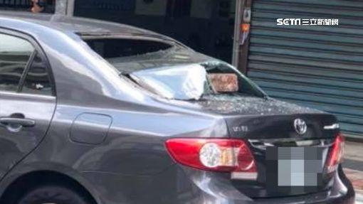 毒癮發作大抓狂! 男隨機攔車磚塊砸窗