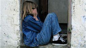 美國,虐童,狗籠,狗尿,禁食,虐待,哭(示意圖/翻攝自Pixabay)