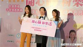 藝人佩甄(右)與小禎(左)出席「開心篩 粉樂送」篩檢活動,共同呼籲婦女朋友重視自身健康,定期接受乳癌與子宮頸癌篩檢。(圖/記者楊晴雯攝)