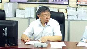 柯文哲赴市議會報告預算 實習生汪孟修拍攝