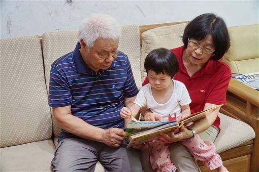 退休校長獲模範父親 鼓勵多陪伴孩子