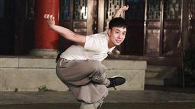 釋小龍近日參加綜藝《放開我北鼻》自曝年齡驚呆網友。(翻攝微博)