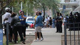 芝加哥喋血街頭。(圖/翻攝自芝加哥論壇報) https://goo.gl/jKZD8L
