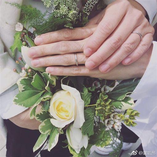 盧凱彤早前先同老婆余靜萍慶祝結婚兩周年。(翻攝微博)