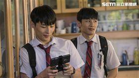 湯君耀(左)、湯君慈在《大師兄》和甄子丹演出表示壓力很大。(圖/華映娛樂提供)