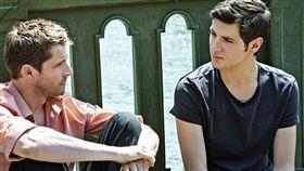 《喜歡你 愛上你 逃離你》7月27日浪漫獻映_左為皮耶迪拉登川普 右為文森拉寇斯特