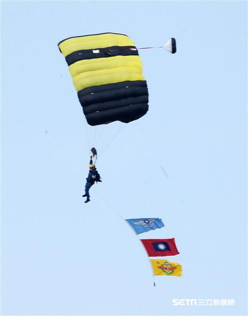 空軍嘉義基地開放兵力預校  S-70C直升機封存前最後一飛 記者邱榮吉攝