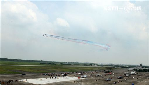 空軍嘉義基地營區開放「航空嘉年華」。(記者邱榮吉/攝影)