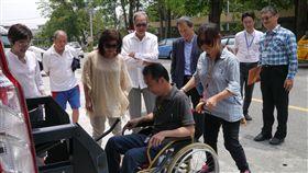 花蓮增車輛多元服務 緩解偏鄉身障者需求花蓮縣政府社會處計畫今年將復康巴士增至20輛,再配合長照巴士13輛,並提供愛心計程車等,共同協助解決身心障礙者「行」的需求。中央社記者李先鳳攝 107年8月6日