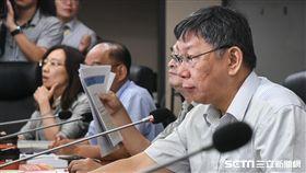 柯文哲率市府團隊赴議會說明政策性預算及優先法案。 (圖/記者林敬旻攝)