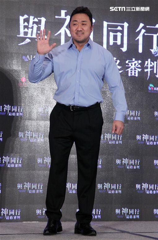 Vidol電影館舉辦《與神同行2》電影包場活動 《與神同行2》主演河正宇預計將成為新一代的帥氣歐巴。 《與神同行2》主演馬東石超有親和力。 《與神同行2》主影人現身台灣宣傳電影。