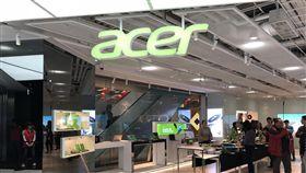 宏碁體驗中心開幕電腦品牌廠宏碁21日舉行體驗中心開幕典禮,原本位於宏碁總部1樓的展示中心經過2個多月時間改造,從約80坪擴大為160坪,加入更多Acer與電競次品牌Predator的元素,並大量運用數位電子看板,打造舒適的體驗空間。中央社記者吳家豪攝 107年2月21日