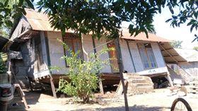 龍目島強震  吉利群島房屋損毀印尼龍目島5日遭遇規模7強震,附近的吉利群島也傳出災情。許多民眾房屋毀損,無家可歸。(吉利群島台商Richard提供)中央社記者周永捷雅加達傳真  107年8月8日